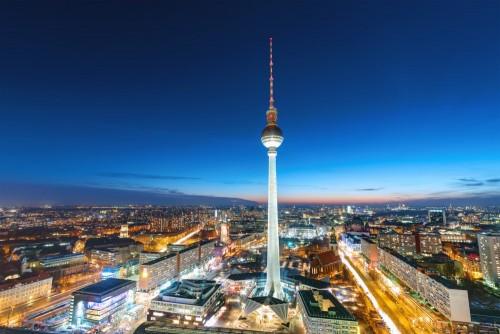wieza-telewizyjna-w-berlinie-w-nocy