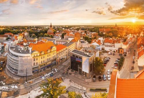 widok-na-stare-miasto-olsztyn-z-balkonu-ratusza-zdjecia-wykonane-podczas-budowy-historycznego-momentu-w-miescie-tramwajowej-trakcji