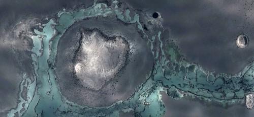 surrealistyczna-alegoria-bialej-wyspy-otoczonej-zielonymi-wodami-pustyni-rzecznej-abstrakcyjne-pejzaze-z-powietrza-z-pustyn-afryki-kolekcja