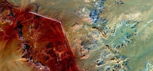 kompozycja-abstrakcyjne-pejzaze-pustyn-abstrakcyjny-naturalizm-abstrakcyjne-pustynie-afryki-z-powietrza-abstrakcyjny-surrealizm-miraz