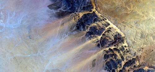 sila-wiatru-abstrakcyjne-pejzaze-pustyn-afryki-abstrakcyjny-naturalizm-abstrakcyjne-pustynie-afryki-z-powietrza-abstrakcyjny-surrealizm