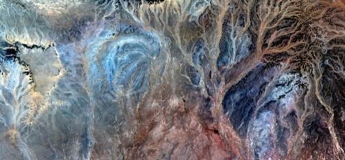 drzewo-zycia-abstrakcyjne-pejzaze-pustyn-afryki-abstrakcyjny-naturalizm-abstrakcyjne-pustynie-afryki-z-powietrza-abstrakcyjny-surrealizm