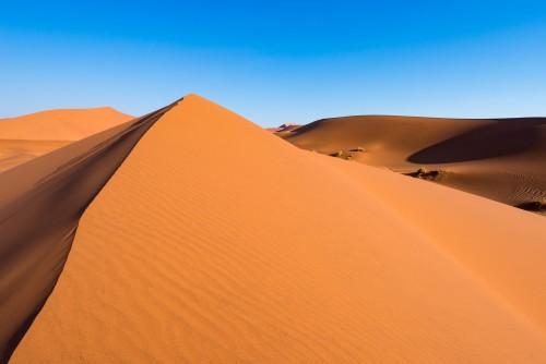 sceniczne-granie-wydmy-w-sossusvlei-park-narodowy-namib-naukluft-najlepsze-atrakcje-turystyczne-i-turystyczne-w-namibii-przygoda-i-eksploracja