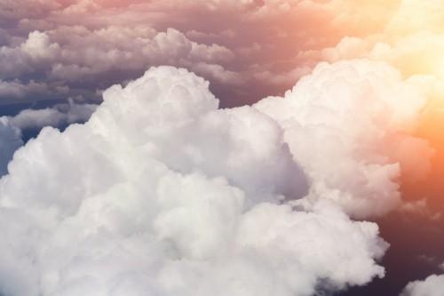 skyline-zobacz-powyzej-chmur-z-samolotu
