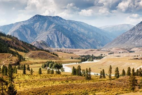 krajobraz-z-slawnym-halnym-rzecznym-dolinnym-chuya-w-altai-syberia-rosja