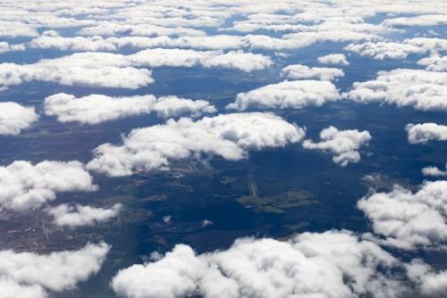 niebo-chmury-puszysty-tlo