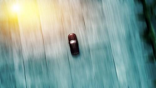 samochod-sportowy-wyscigi-w-motion-blur-streszczenie-tlo-widok-z-gory-powietrza-z-gory