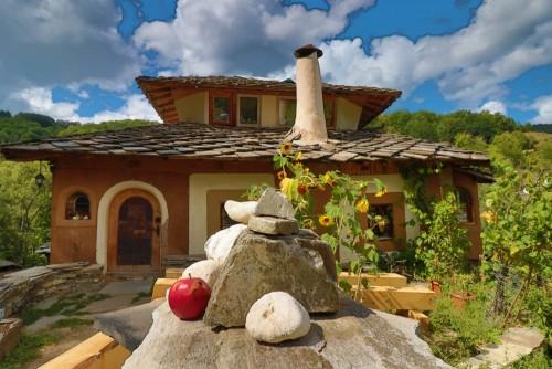 starzy-domy-w-dziejowej-kulturalnej-rezerwy-wiosce-dolen-bulgaria-dolen-slynie-z-350-starych-domow-przykladem-xix-wiecznej