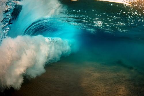 ocean-wave-wewnatrz-podwodnego-wodnego-tla