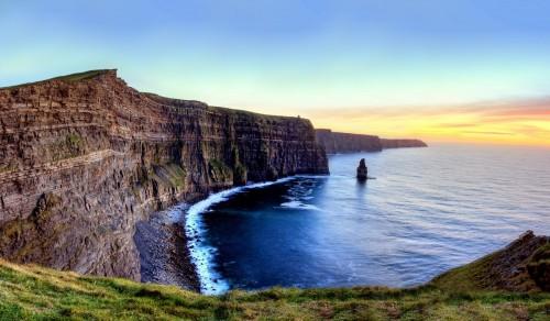 panoramiczny-widok-na-klify-moheru-podczas-zmierzchu-irlandia