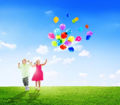 dzieci-z-balonami
